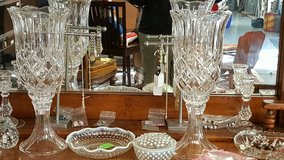 Crystal vase set in Dover, Tennessee