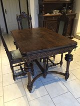 antique table and chairs in Grafenwoehr, GE