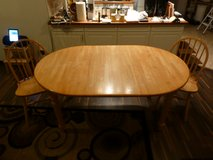 White butcher block table and chairs. PENDING in Grafenwoehr, GE