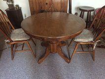 Round oak pedestal table and 2 chairs in Fort Leonard Wood, Missouri