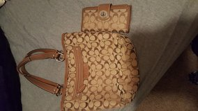 Coach Purse with matching wallet in Fort Leonard Wood, Missouri