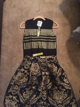 NWT gorgeous holiday outfit- size Medium in Houston, Texas