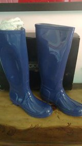 WOMENS BOOTS BRAND NEW BLUE SUPER CUTE! SIZE 7 NAVY GLOSS  waterproof in Bolingbrook, Illinois