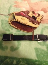 Baseball glove -NEW in Fort Lewis, Washington