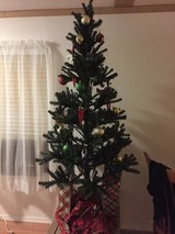 6ft Christmas tree- like new! in 29 Palms, California