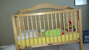 Crib/Toddler bed and mattress. in Lockport, Illinois