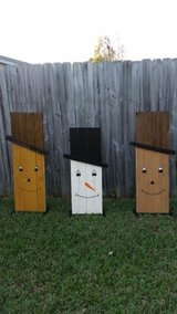 Wooden Snowman/Scarecrow (reversible) in Hinesville, Georgia