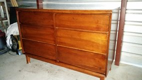 Solid wood dresser with 6 drawers in Fort Bliss, Texas