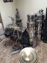 Pearl drum kit complete in Yucca Valley, California