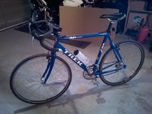 Road Bike. Aluminium frame, 18 speed. Very light, it fits me pretty good l'm 5'10 in Alamogordo, New Mexico