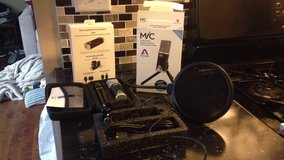 Apogee Mic, pop filter, boom mic stand, & collapsing/portable music stand in Glendale Heights, Illinois