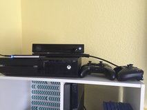 500 GB Xbox One console with 4 controllers, kinect, and 500 GB external hard drive in Lake Elsinore, California
