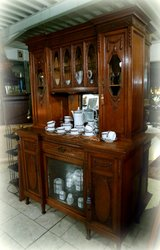 Elegant tiger oak diining room hutch with hand carved ornaments in Baumholder, GE