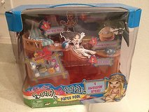 NEW Lil Bratz UNOPENED Beach Bash POOL Doll Play Set Dolls in Kingwood, Texas