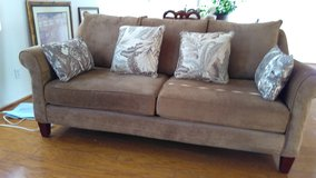 SOFA TRANSITIONAL STYLE COMFY 2 YEARS OLD in Lake Elsinore, California