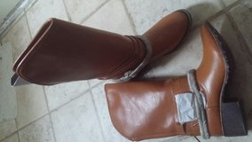 Boots Dallas  By Groove Size 6 New with Box in Fort Campbell, Kentucky