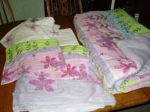 8 pc. girls bedding (full sz) in Glendale Heights, Illinois