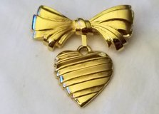 Vintage AVON 1986 I love You Mother Signed Bow Heart Love Gold Tone Dangle Pin Brooch Gift Present in Kingwood, Texas