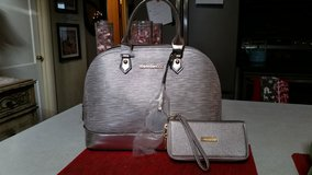 Michael Kors purse and matching wallet in Naperville, Illinois