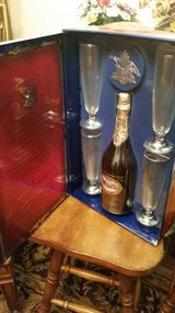 Budweiser Millenium Limited Edition Collectors Bottle With 4 Glasses Set in Clarksville, Tennessee