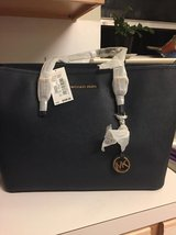 Brand New 1/2 price Michael Kors Jet Set Travel Large Multifunctional Leather Tote/Purse in Conroe, Texas