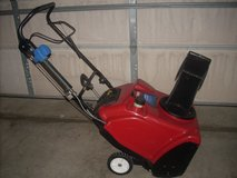 L@@K TORO 221 ZQE SNOWTHROWER NEW PADDLES ( ELEC. START NOT WORKING ) RUNS GREAT in Yorkville, Illinois