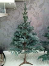 xmas tree 5 foot in Ramstein, Germany