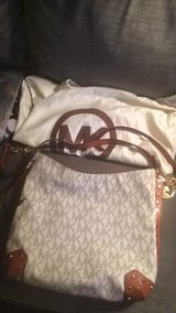 New mk purse was 350 in California asking 250 in Okinawa, Japan