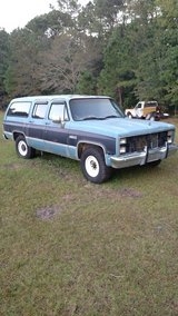 1987 Gmc Suburban 2wd R2500 3/4 ton parts in Camp Lejeune, North Carolina