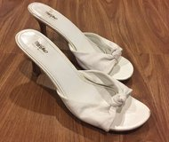 Women's MOSSINO White Leather Shoes. Size 9 1/2. in Okinawa, Japan