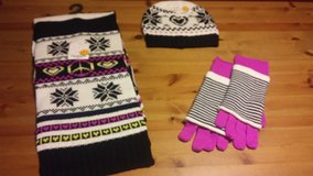 hat,scarf and gloves bundle in Kingwood, Texas