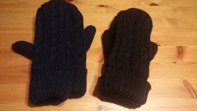 knit mittens in Spring, Texas