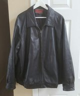MEN'S LEATHER COAT SIZE XL in Glendale Heights, Illinois