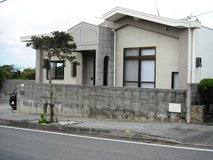 SINGLE HOUSE FOR RENT  2beds plus extra tatami room ? 1bath?Uruma City in Okinawa, Japan