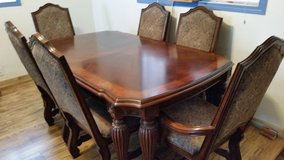 Beautiful Dining Room Table and 6 Chairs in Mountain Home, Idaho