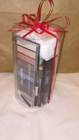 Makeup gift set in Yucca Valley, California
