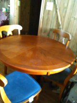 chair table with 4 chairs looks new in bookoo, US