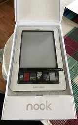 Barnes & Noble Nook 1st Edition Wi-Fi eReader BNRV100 + Cases in Beaufort, South Carolina