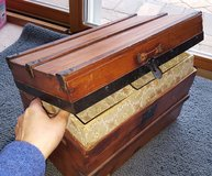 Antique mini trunk in Glendale Heights, Illinois