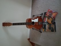 Beginner's guitar starter kit in DeKalb, Illinois