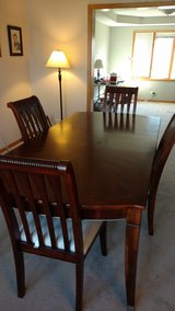Dining Table & Chairs in Orland Park, Illinois