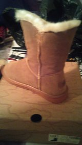 camel ugg boots size 6 in Fort Gordon, Georgia
