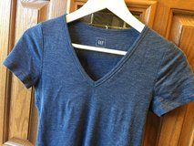 Women's gap T-shirt size small in Glendale Heights, Illinois