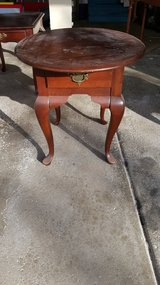 Round cherry wood end table w/drawer in Chicago, Illinois