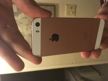 16 gig rose gold iPhone se in 29 Palms, California