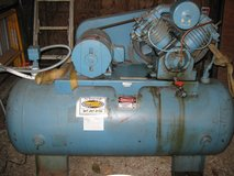 AIR COMPRESSOR INDUSTRIAL 10 HP 2 STAGE 120 GAL in Elgin, Illinois
