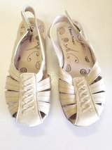 Off White Leather upper sandals by Bare Traps - 8 M in Joliet, Illinois