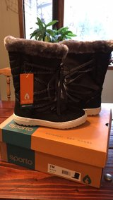 New womens 7 waterproof snow boots in Camp Lejeune, North Carolina