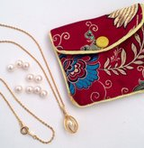 9 pearls, necklace w/pearl and pouch in Bartlett, Illinois