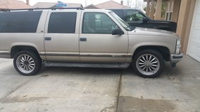98 suburban in San Bernardino, California